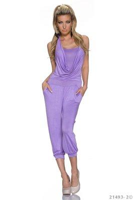 Sexy jumpsuit van het label Mei in paars