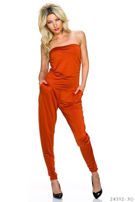 Sexy jumpsuit van Lingling in terracotta