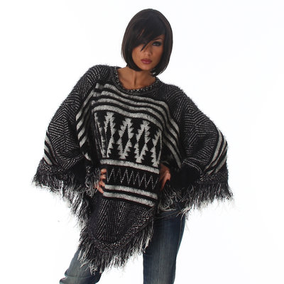 Trendy Knit Poncho XT301 in Zwart